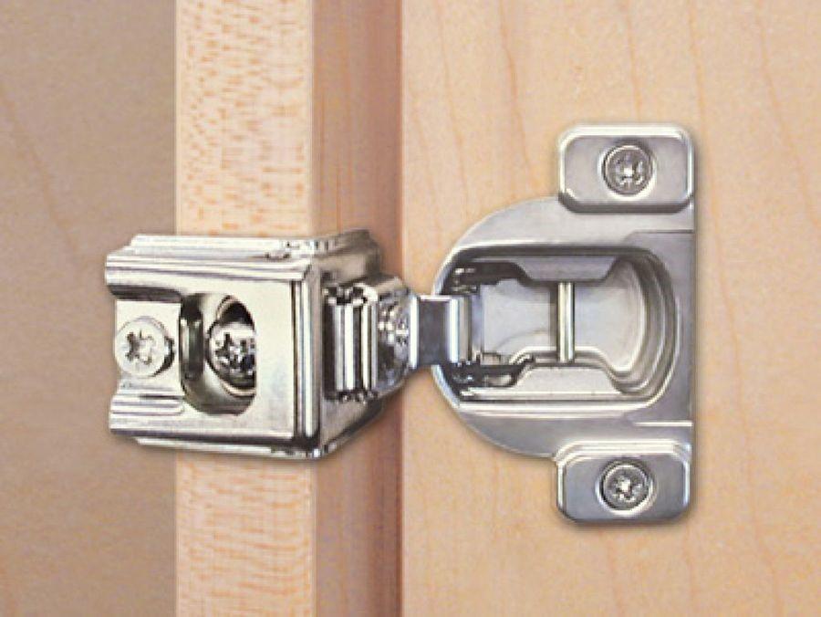 Truco para arreglar la bisagra de cazoleta de una puerta de cocina ...